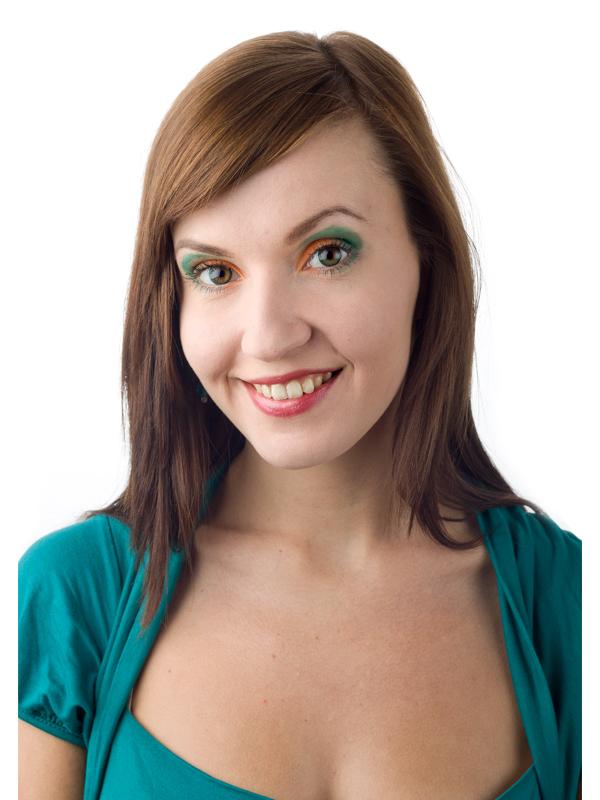 Farbige Kontaktlinsen auf braunen Augen
